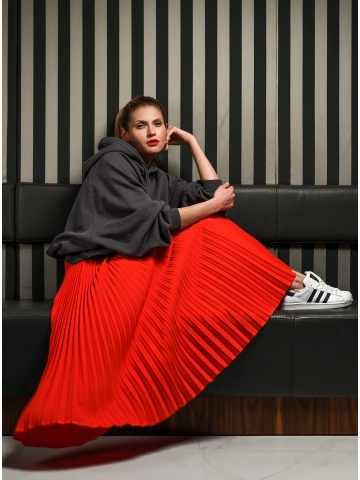 Czerwona plisowana spódnica...